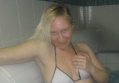 HeisseAngel: Hallo Männer ! Ich bin die HeisseAngel. Ein total verrücktes. Hemmungslos versautes und herrlich verruchtes Chatgirl. Zur Begrüss...