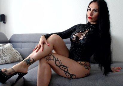 PinaPunish Webcam Chat Grosse Brueste, Show mit Dildo, BiGirl, Tattoos, Schwarzes Haar, Dominante Herrin, High Heels, Piercings - TELEFONLIVESEX - LIVECAM NONSTOP